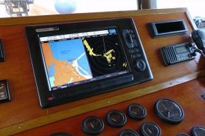 Elektronische Seekarte und Radarbild
